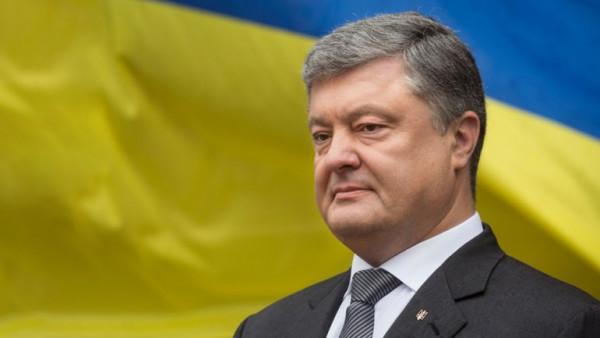 Українці влаштували зворушливу акцію прощання з президентом Порошенком
