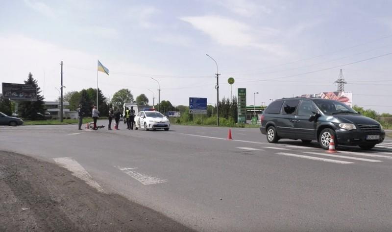 Чоловік пробив головою бокове скло: у Мукачеві біля поста ДАІ сьогодні сталася аварія