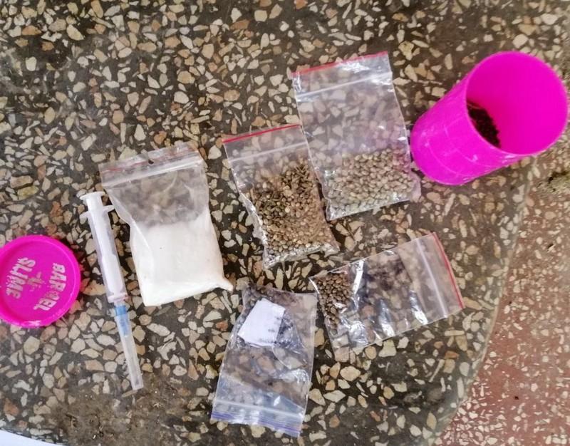 У селі Великі Лучки, що в Мукачівському районі, правоохоронці знайшли наркотики