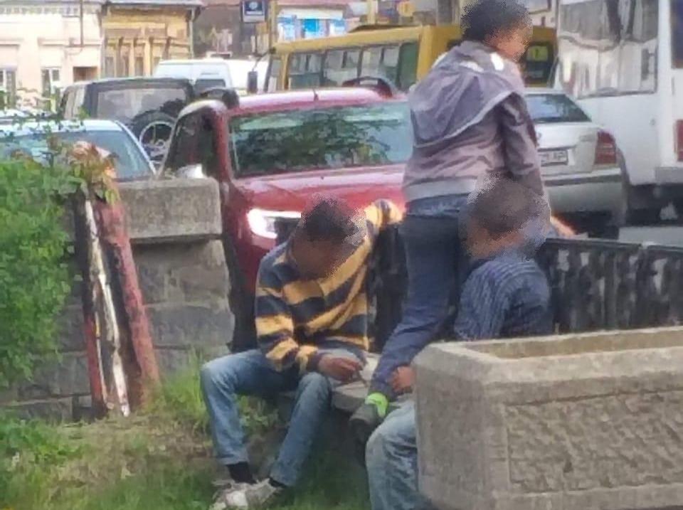 В Ужгороді поліція виявила двох дітей, які займались жебрацтвом