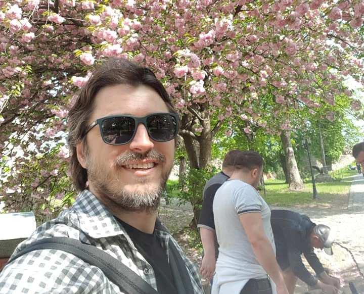 Відомий телеведучий Сергій Притула показав фото із ужгородськими сакурами