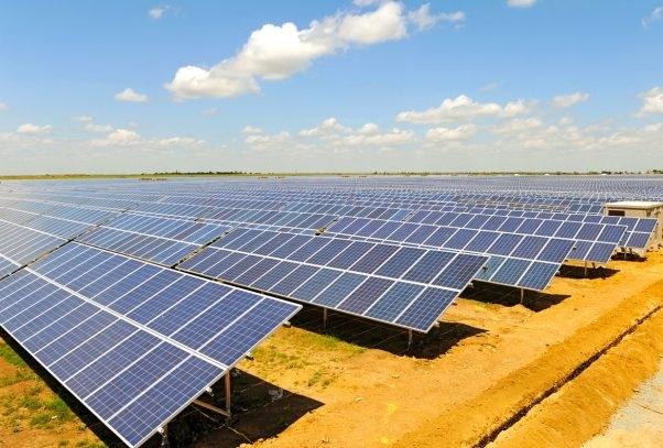 Українцям заборонили будувати малі сонячні електростанції на землі з 2010 року