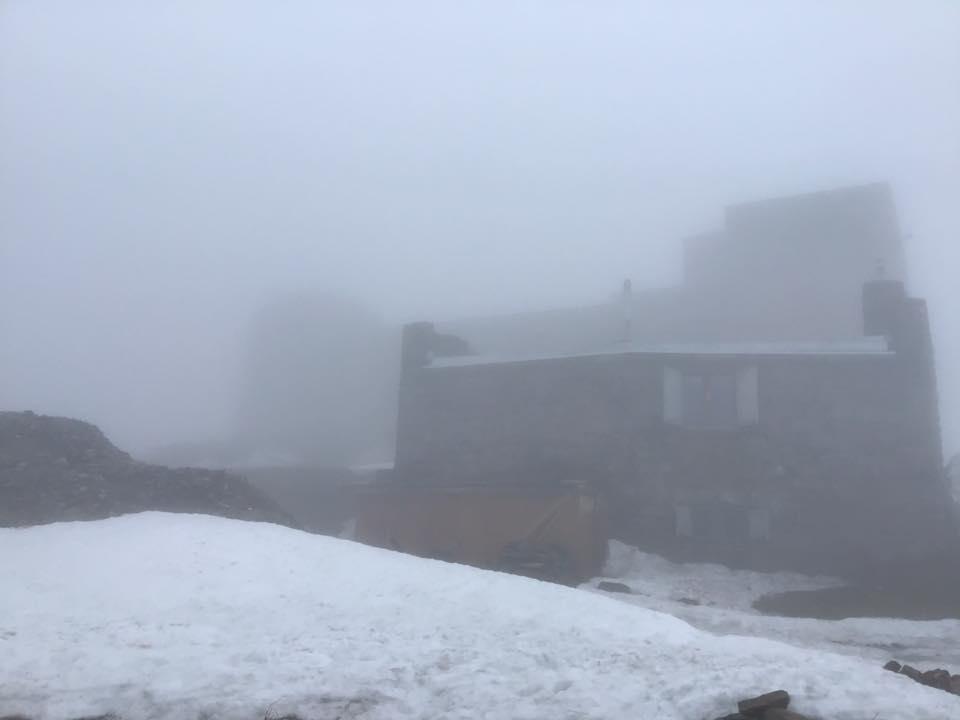 На Великдень Карпати накрило снігом
