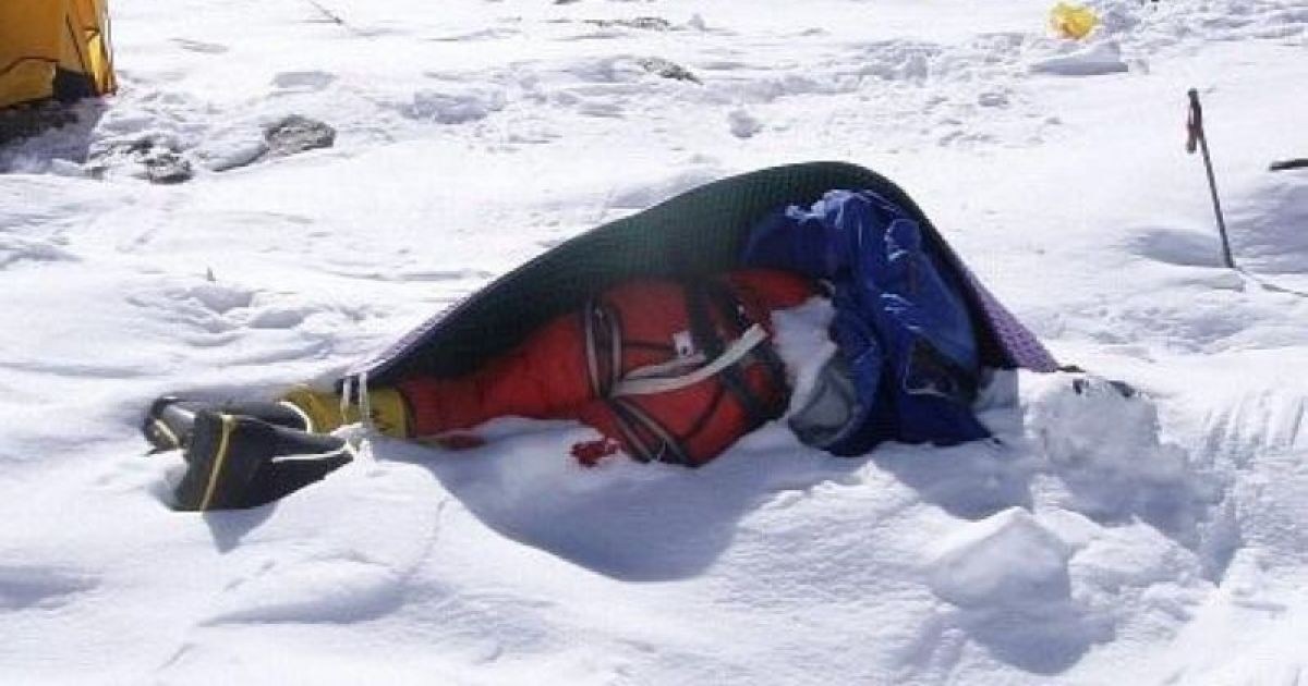 На популярному маршруті на Говерлу з боку Івано-Франківщини виявили вмерзле у сніг тіло людини