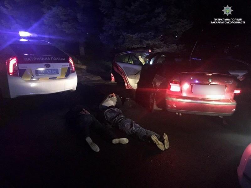 Аварія в Ужгороді: водій на великій швидкості сьогодні вночі в'їхав у машину патрульних