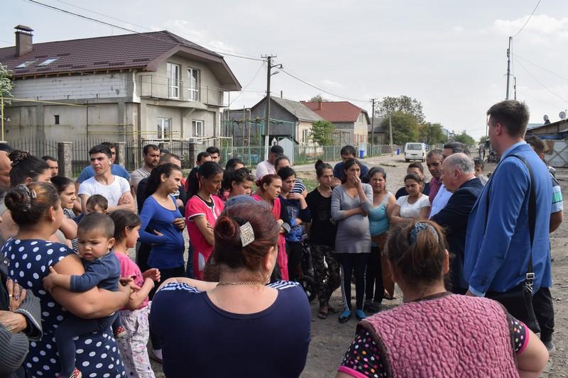 Ужгородських ромів, які живуть у мікрорайоні Радванка, закликають вакцинуватися від кору
