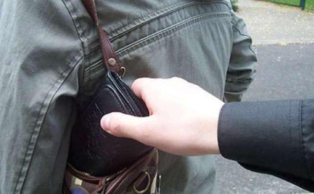 Ужгородські поліцейські встановили осіб, причетних до трьох кримінальних правопорушень