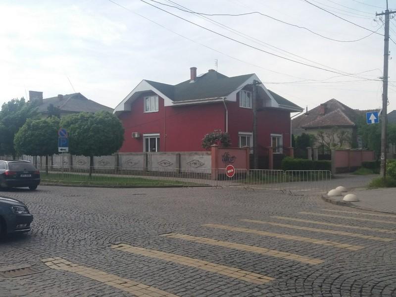 У Мукачеві до 5 травня перекрили вулицю Михайла Грушевського