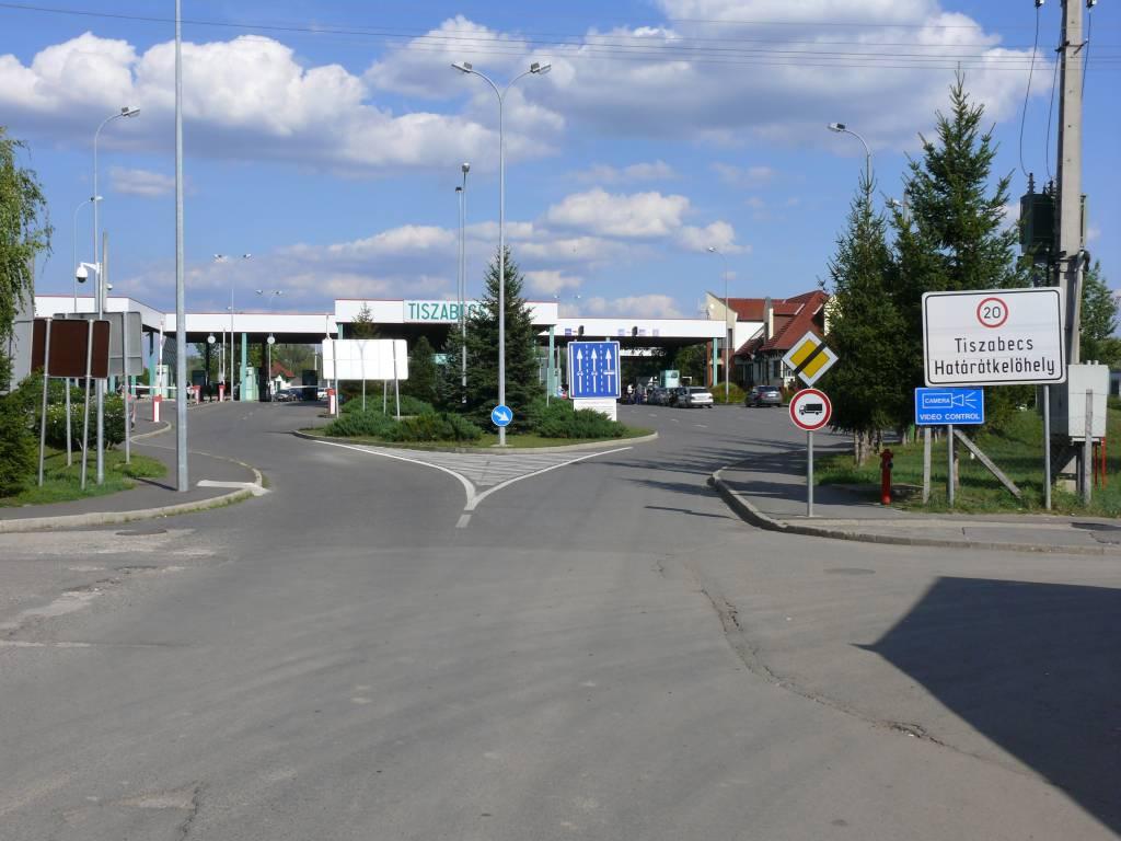 На кордоні зі Словаччиною та Угорщиною спостерігаються довжелезні черги по сотні авто