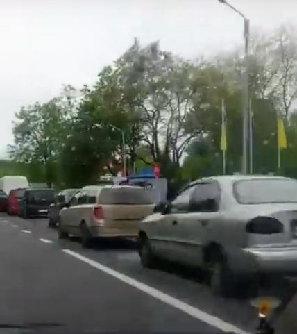 На усіх пунктах пропуску на кордоні з країнами ЄС кілометрові черги