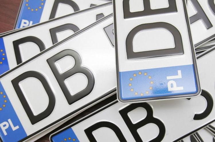 """У Раді зареєстрували законопроект, яким пропонують продовжити період розмитнення """"євроблях"""" ще на півроку"""
