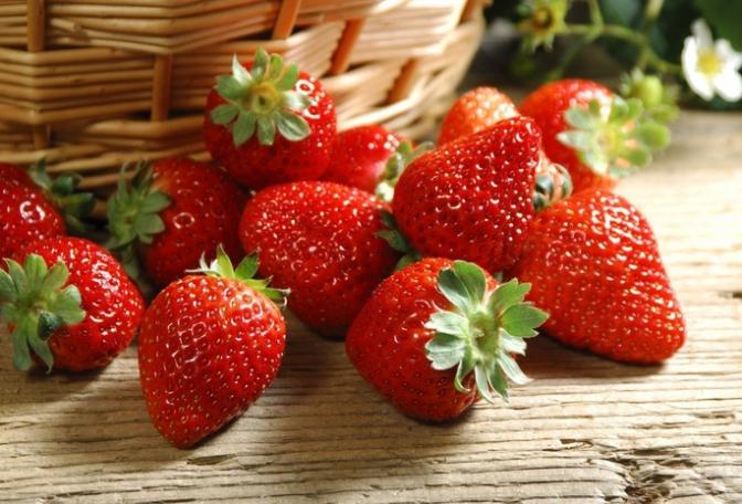 На ринках Закарпатської області продають тепличну полуницю по 150 гривень за кілограм
