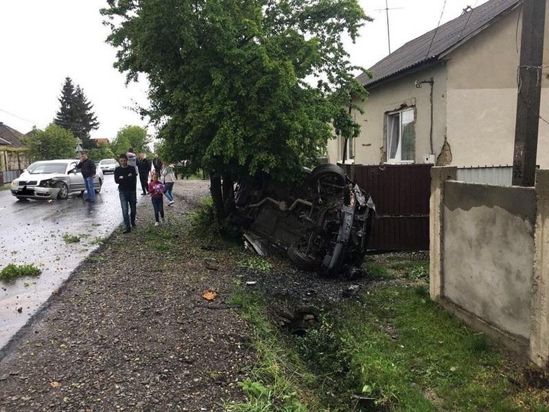 У селі Підвиноградів трапилась ДТП: відео з місця події
