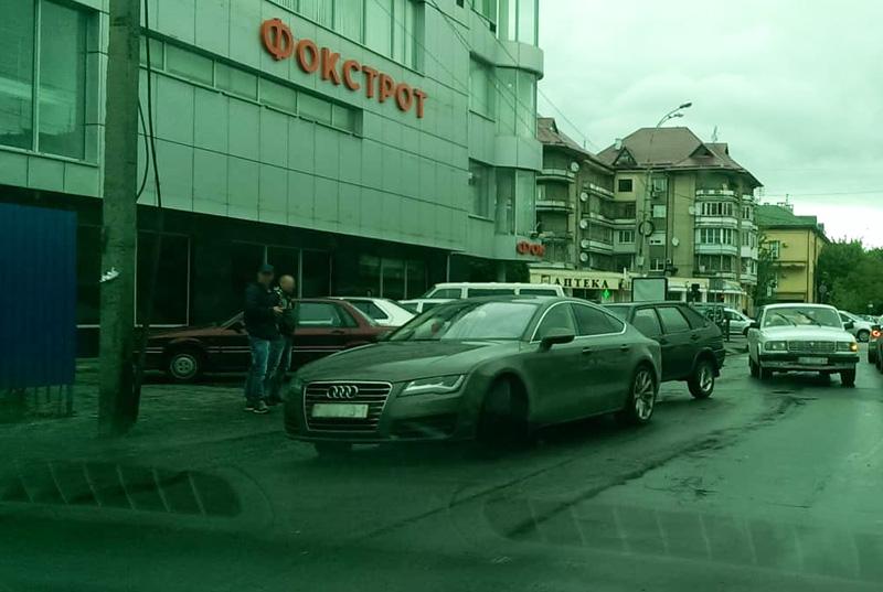 В Ужгороді сталася незначна ДТП біля супермаркету Вопак