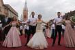 Парад випускників у Мукачеві: вальс танцюватимуть 32 пари