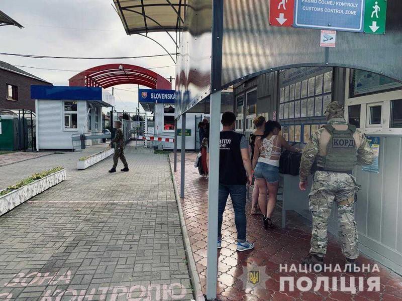Сексуальна експлуатація у Словаччині: ужгородці, яка завербувала двох українок, повідомили про підозру