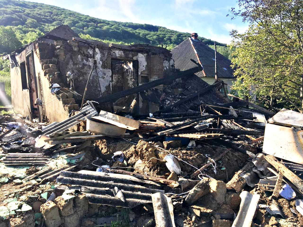Перечинські вогнеборці ліквідували пожежу в житловому будинку, де травмувався власник