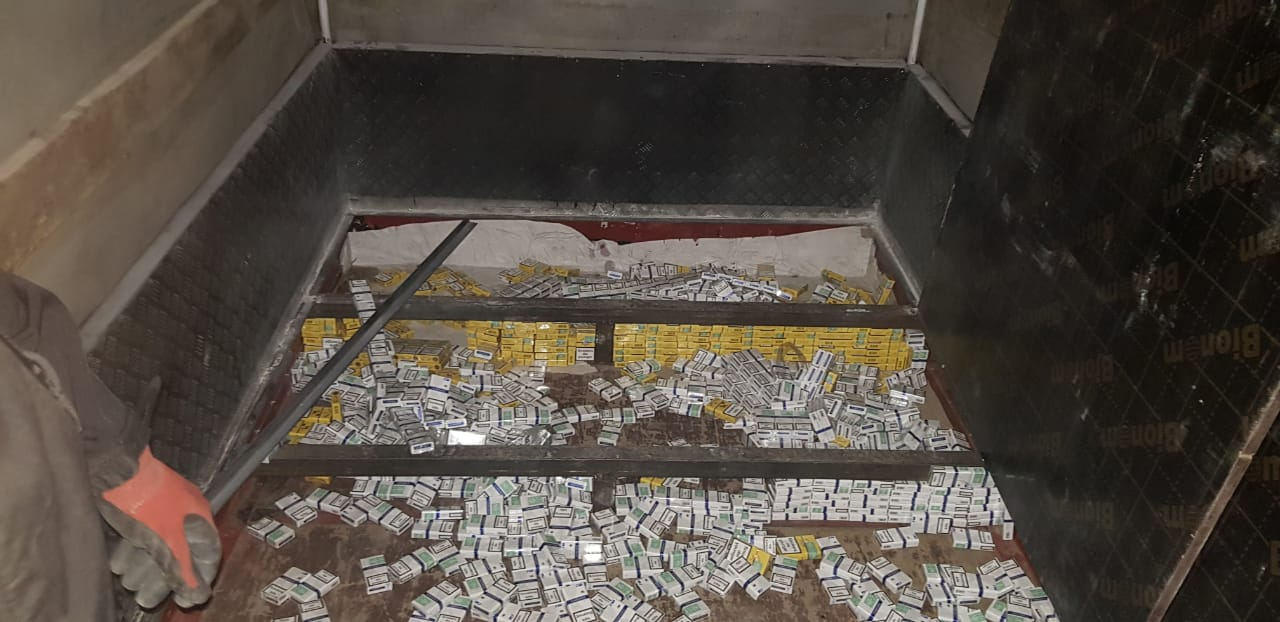 """У пункті пропуску """"Дзвінкове"""" затримали велику партію контрабандних сигарет"""