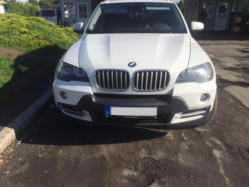 """На українсько-словацькому кордоні виявили """"BMW"""" з підробленим номером кузова"""