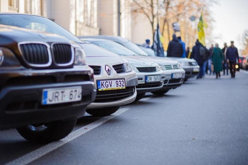 """Верховна Рада відтермінувала запровадження штрафів за """"євробляхи"""" до 24 серпня"""