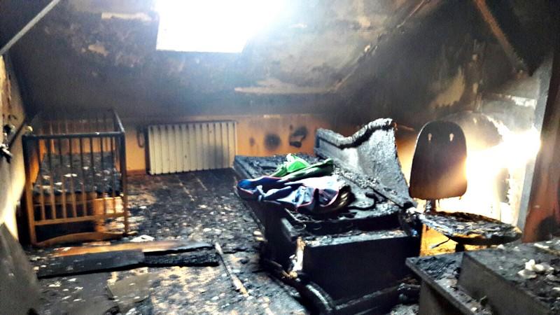 10 рятувальників гасили пожежу у дворівневій квартирі в Ужгороді