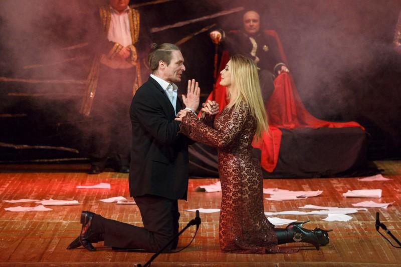 """Сьогодні, 22 травня, в Ужгороді покажуть легендарну виставу """"Майстер і Маргарита"""", головну роль в якій зіграє Ольга Сумська"""