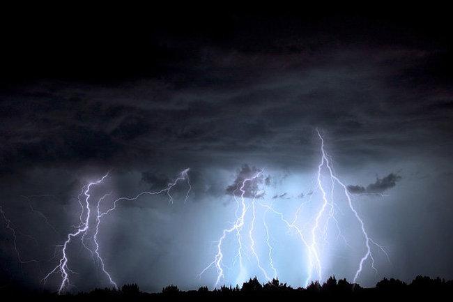 На Закарпатті знову оголосили штормове попередження. 23 травня очікують грози та град