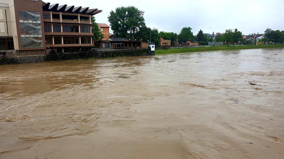 Вода в Латориці у межах Сваляви пішла на спад, а в Мукачеві очікують пік паводку