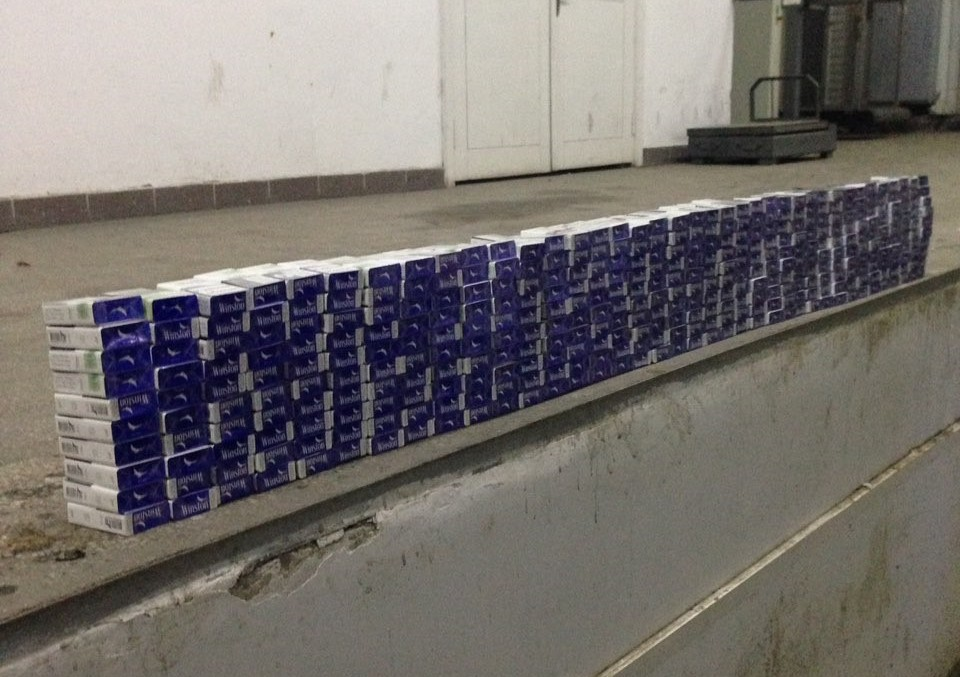 Прикордонники виявили у паливному баку контрабандні сигарети