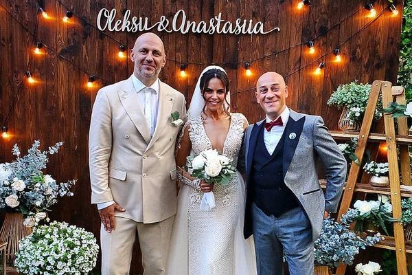 Як бабуся коментує весілля Потапа і Насті: відео