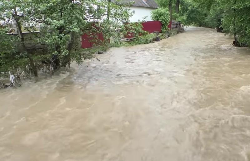 Серед ночі виносили дітей із будинків: велика вода наробила лиха на Перечинщині у селі Тур'я Поляна