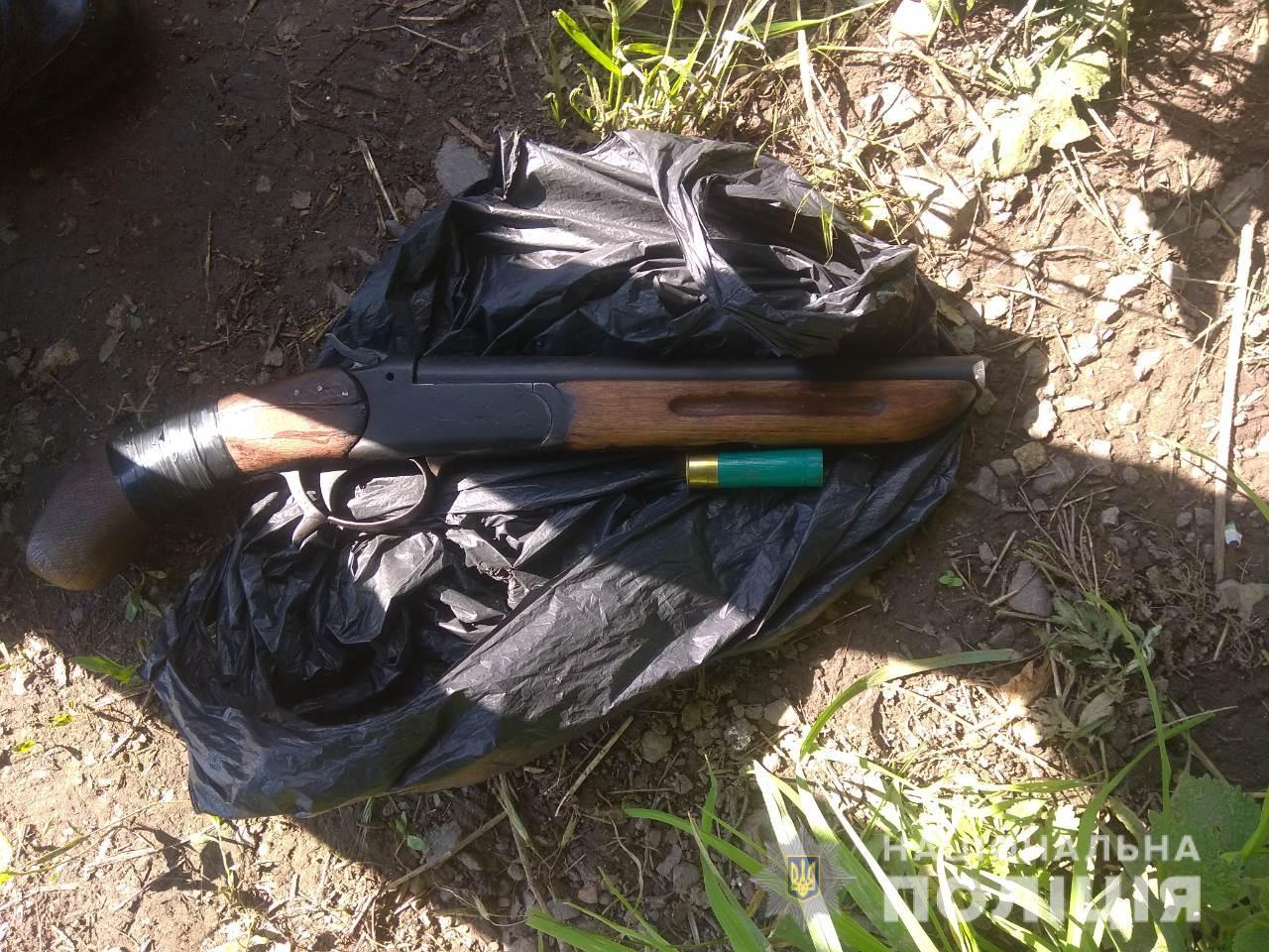 У Берегові стріляли: юнак вирішив випробувати рушницю, яка належала його покійному діду