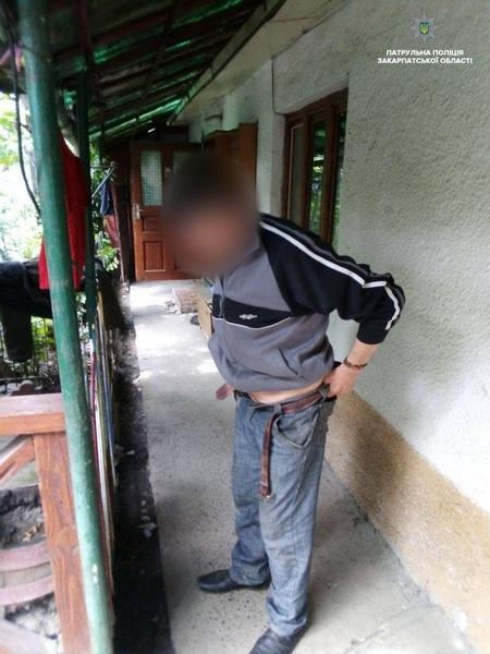 В Ужгороді поліція затримала чоловіка, який знущався над власною матір'ю