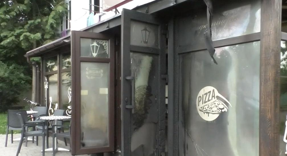Підпал піцерії у Мукачеві: поліція відкрила кримінальну справу