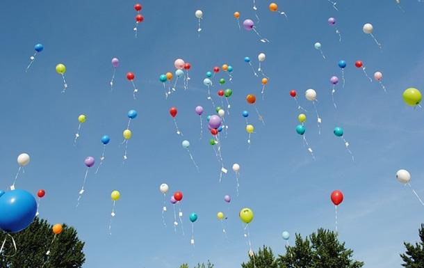 Випускники однієї зі шкіл Ужгорода відмовилися від традиції, яка шкодить довкіллю – випускати в небо повітряні кульки