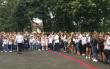 Замість квітів – гроші на лікування: учні однієї зі шкіл Мукачева здають кошти для хворої на рак семикласниці