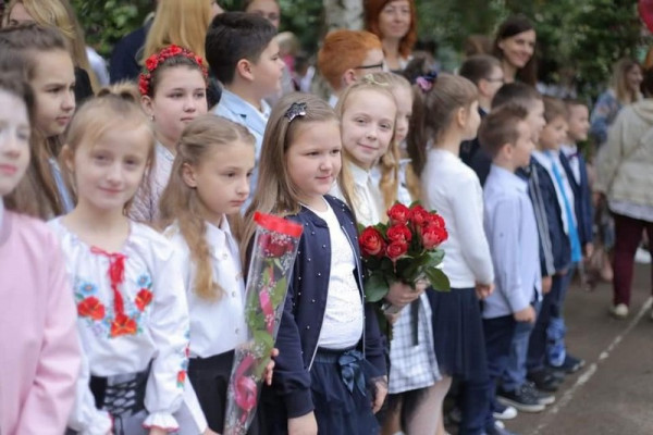 У школах Мукачева сьогодні пролунав останній дзвінок