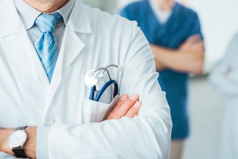 На Закарпатті у комунальних медзакладах не вистачає кілька сотень лікарів