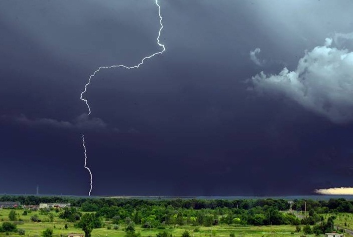 Синоптики попереджають про грозу на Закарпатті 2 червня