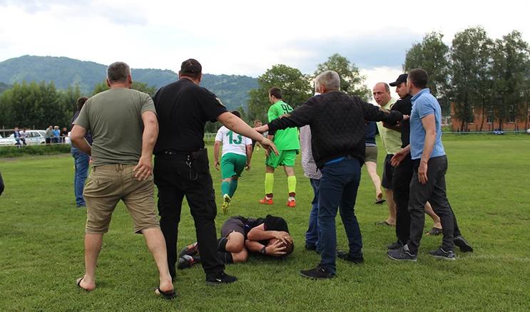 У Закарпатській області жорстоко побили головного арбітра матчу