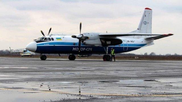 """Літак сполученням """"Ужгород-Київ"""" запрацював: журналісти побували на першому рейсі"""