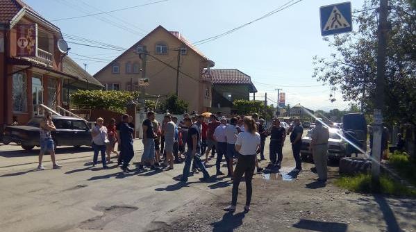 На Закарпатті, у селі Грушево, сьогодні перекрили дорогу Мукачево-Рогатин