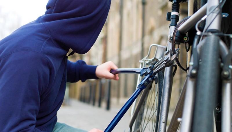 У Берегові біля гуртожитку на вулиці Богдана Хмельницького вкрали велосипед