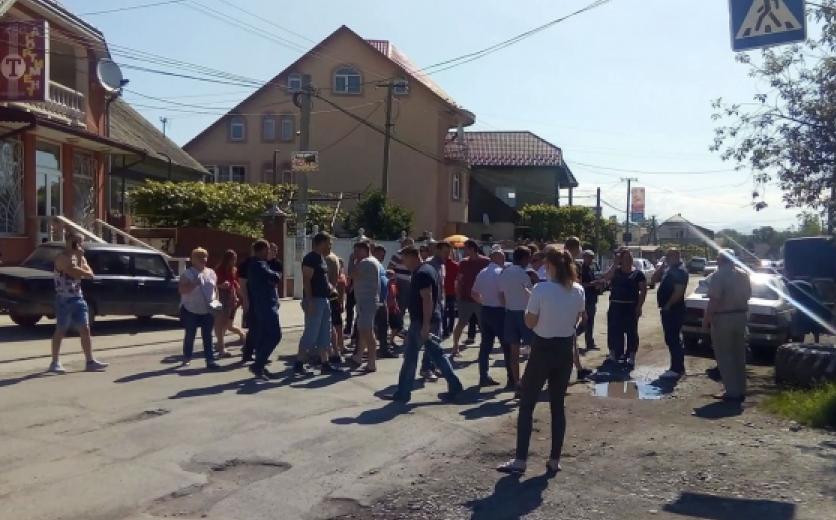 Перекриття дороги на Закарпатті у селі Грушово: усі подробиці