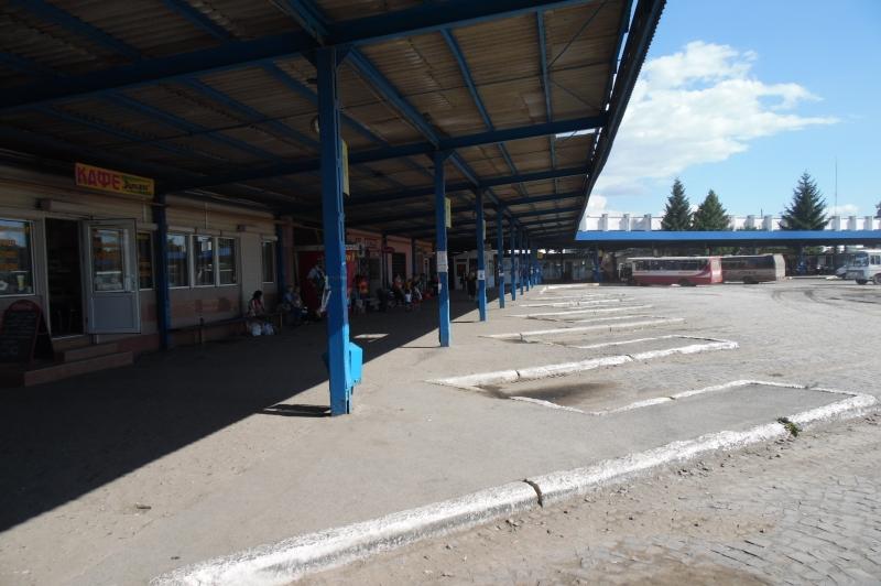 У Мукачеві на автостанції чоловік обкрадав жителів Хустського району