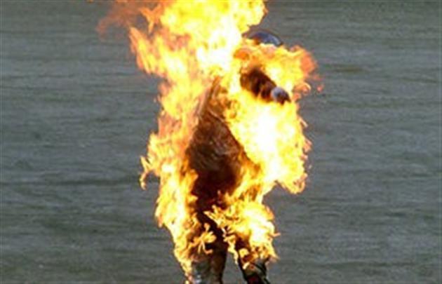 Чоловік підпалив себе у центральній частині міста Ужгорода
