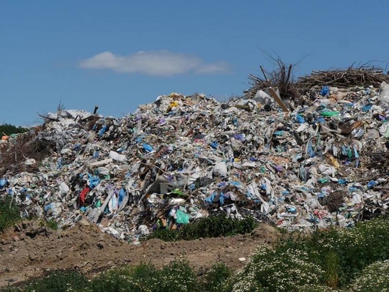 Ужгородське сміттєзвалище у Барвінку переповнене: шар сміття заввишки 18 метрів
