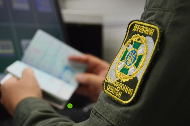Турка з підробленим паспортом затримали на українсько-словацькому кордоні