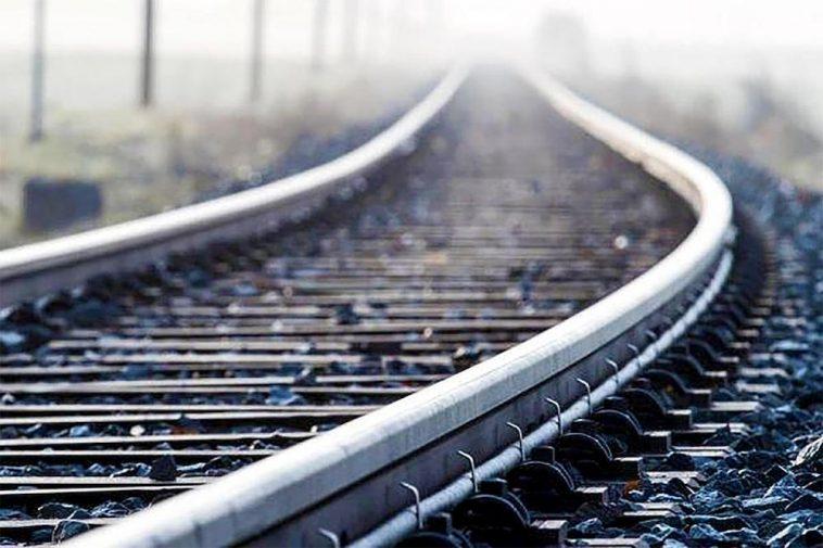 На залізничному вокзалі у Хусті жінка стрибнула під потяг