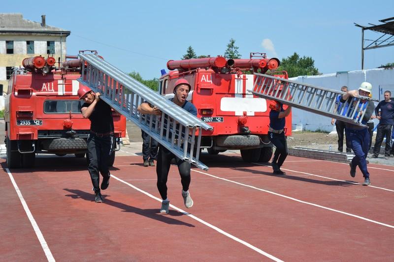 Закарпатські пожежники змагалися в Ужгороді за звання найкращого